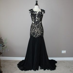 Mac Duggal Floor Length Formal Gown